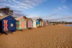 Den färgglade badningen boxas på den Brighton stranden i Melbourne, Australi royaltyfria bilder