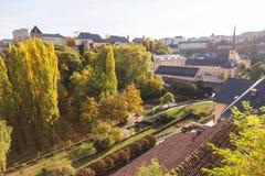 Den färgglade sikten av parkerar och arkitektur i Luxembourg royaltyfria foton