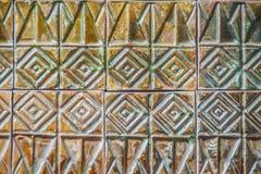 Den färgrika abstrakta väggen för keramiska tegelplattor för mosaiken texturerade modellen för Royaltyfri Foto