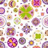 Den färgrika cirkeln smyckar den sömlösa modellen Arkivbilder