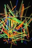 den färgrika deltagaren väljer plast- Arkivbilder