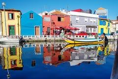 Den färgrika förtjusande Ria de Aveiro Arkivfoto