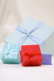 Den färgrika gåvan boxas Royaltyfri Bild