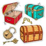 Den färgrika klistermärken, den gamla uppsättningen piratkopierar bröstkorgar med låset och tangenter Fotografering för Bildbyråer