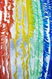 Den färgrika Plastic flaggan skapar återanvänder by begrepp Arkivfoton