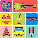 Den färgrika sommarsymbolen, går till stranduppsättningen vektor illustrationer