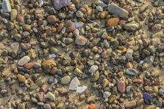 Den färgrika stranden vaggar Royaltyfria Bilder