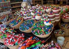 Den färgrika 5th avenysouvenir shoppar i Playa Del Carmen, Mexico Royaltyfri Foto