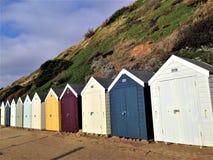Den färgrika trästranden förlägga i barack Bournemouth Dorset UK Royaltyfri Fotografi