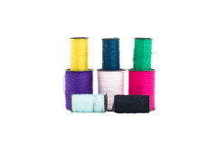 Den färgrika trådsamlingen i isolerad stil Arkivfoto