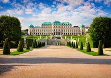 Den färgrika vårmorgonen i berömd Belvedere parkerar royaltyfria bilder