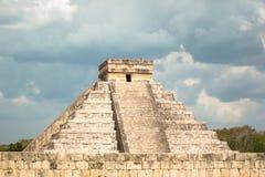 den 2007 fångade castilloen chichen itzaen mexico en för el första rays solljusundervärlden yucatan Fotografering för Bildbyråer