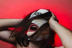 Den förfärliga grabben med läskigt vänder mot, schizofreni Royaltyfria Foton