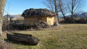 Den förhistoriska lakesidebosättningen av Dispilio Kastoria, Grekland royaltyfria bilder