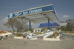 Den förstörda glassställningen i Pensacola Florida slogg hårt vid orkanen Ivan arkivfoton