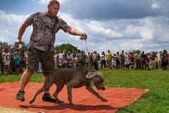 Den första festivalen av jägare i byn Perekhrest Arkivfoton