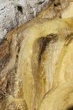 Den förstenades springbrunnen av Réotier vaggar bildande, franska Hautes-Alpes arkivbild