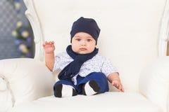Den förtjusande caucasianen behandla som ett barn pojken Royaltyfria Foton