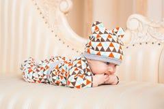 Den förtjusande caucasianen behandla som ett barn Ståenden av tre gamla månader behandla som ett barn pojken Royaltyfri Fotografi