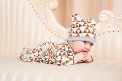 Den förtjusande caucasianen behandla som ett barn Ståenden av tre gamla månader behandla som ett barn pojken Fotografering för Bildbyråer