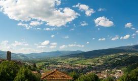 Den förtrollade dalen av Casentino i Poppi, Tuscany Royaltyfri Bild