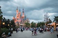 Den förtrollade sagobokslotten på Shanghai Disneyland, Kina arkivbilder