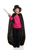 Den förvånade flickan klädde som trollkarlrörelsesuddighet på trollstaven Arkivbilder