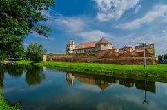 Den Fagaras fästningen i det Brasov länet, Rumänien. arkivfoto