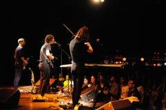 Den Fanfarlo musikbandet utför på Apolo Arkivfoton