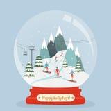 Den fantastiska glass bollen med skidar semesterortlandskapet, och folket underhåller vintersportar Fotografering för Bildbyråer