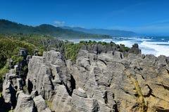 Den fantastiska pannkakan vaggar bildande på den Paparoa nationalparken i Nya Zeeland arkivbild