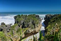 Den fantastiska pannkakan vaggar bildande på den Paparoa nationalparken i Nya Zeeland Arkivfoton
