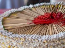 Den fantastiska rökelseBuddha förlades i en härlig cirkel Fotografering för Bildbyråer