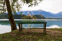 Den fantastiska slotten blödde sjön Arkivbild