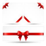 Den fastställda röda gåvan bugar med band Arkivfoton