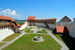 Den Feldioara fästningen byggdes för 900 år sedan av de teutonic riddarna i byn Feldioara, Marienburg, Rumänien arkivbilder