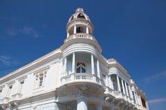 Den Ferrer slotten i Jose Marti parkerar av Cienfuegos, Kuba royaltyfri fotografi