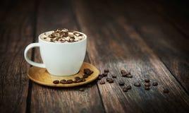 Den fina foren av kuper av kaffe Arkivfoto