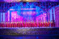 Den fina snida för för stilsång och dans för etapp- historiska magin för drama magiska - Gan Po Royaltyfri Foto