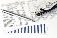 Den finansiella affären analyserar Arkivfoto