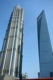 Den finansiella Shanghai världen centrerar, och jinmaoen står hög Royaltyfri Foto