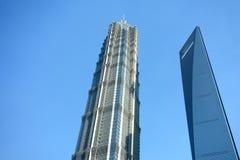 Den finansiella Shanghai världen centrerar, och jinmaoen står hög Arkivfoto