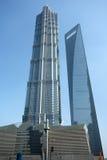Den finansiella Shanghai världen centrerar, och jinmaoen står hög Royaltyfria Bilder