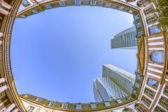 Den Fisheye bilden av den Palais Thurn unden åker taxi i Frankfurt - f.m. - strömförsörjningen Fotografering för Bildbyråer