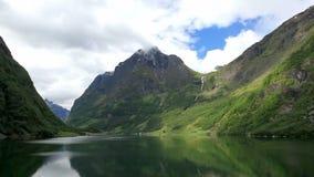 In den Fjord stock video