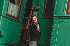 den flickagoodbye plattformsstången säger Arkivfoton