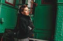 den flickagoodbye plattformsstången säger Royaltyfria Bilder