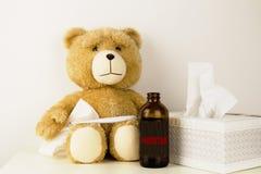 Den flotta björnen är sjuk, har rhinitis och temperatur Royaltyfri Fotografi