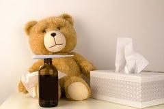 Den flotta björnen är sjuk, har rhinitis och temperatur Arkivbilder