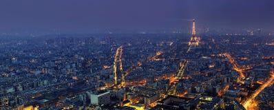 Den flyg- panoramautsikten av Paris på natten från turnerar Montparnasse Arkivbilder